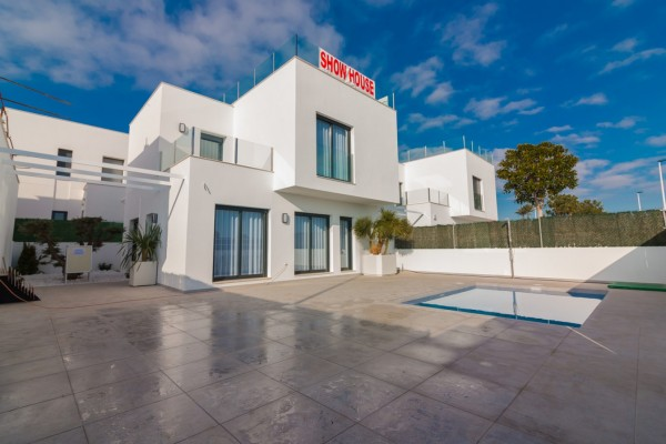 Featured Villa in Alicante available on Girasol today