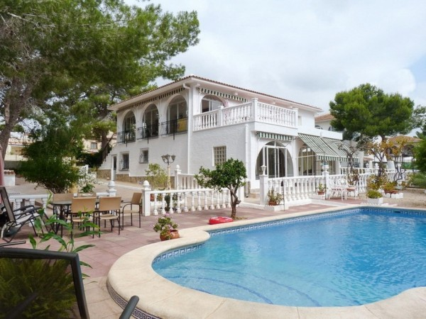 6 Bed  Villa For Sale