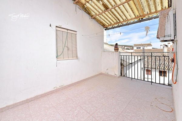 6 Bed  Townhouse For Sale