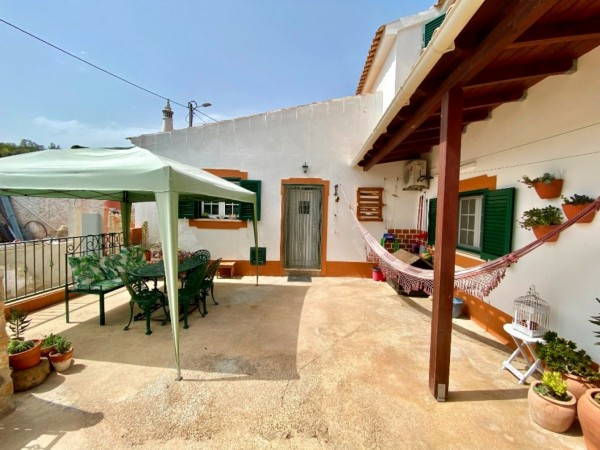 4 Bed  Country House For Sale