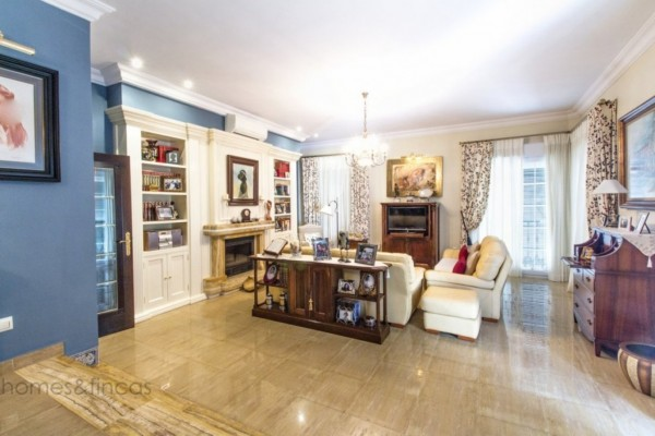 6 Bed  Apartment For Sale